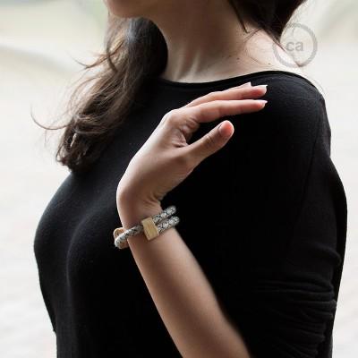 Creative-Bracelet in Cotone e Lino naturale Antracite RD64. Chiusura scorrevole in legno. Made in Italy.