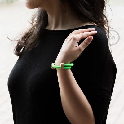 Creative-Bracelet in tessuto Effetto Seta Verde Fluo RF06. Chiusura scorrevole in legno. Made in Italy.