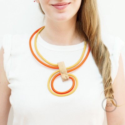 Collana Infinity regolabile bicolore Senape RM25 e Arancione RM15.