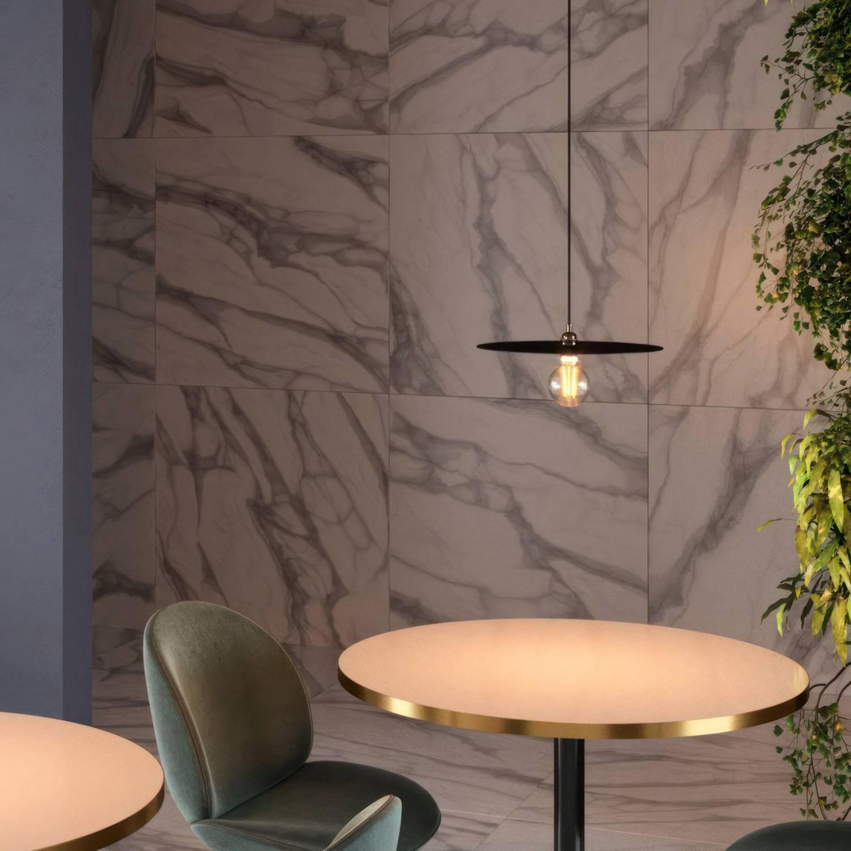 Lampada a sospensione Made in Italy completa di cavo tessile, paralume oversize Ellepi e finiture in metallo