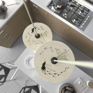 Lampada a sospensione Made in Italy completa di cavo tessile, paralume in legno UFO double-face e finiture in metallo