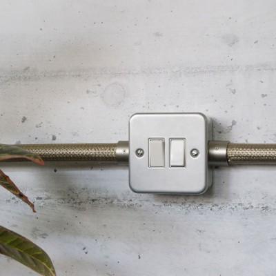 Scatola da parete in metallo con doppio interruttore per Creative-Tube