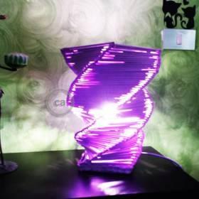 Simona Schiavo: lampada in carta riciclata
